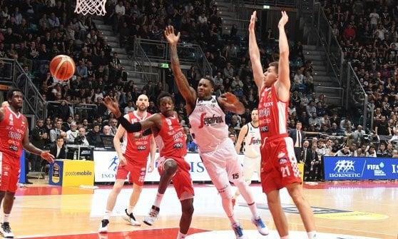 Basket, serie A: cadono Milano e Venezia, Pistoia fa il colpo a Bologna