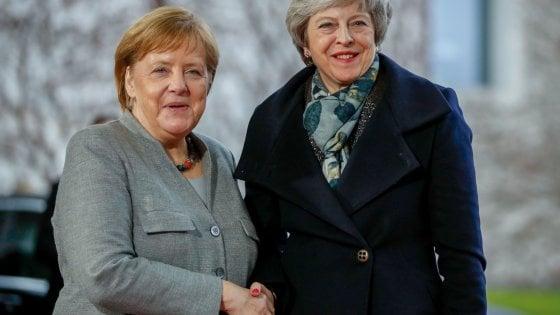 Brexit, May cerca il sostegno di Berlino e Parigi prima del Consiglio europeo di mercoledì