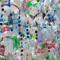 Plastica nei fiumi, diminuiscono i sacchetti ma aumentano le bottigliette