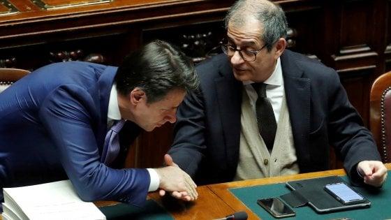 Il premier Conte con Giovanni Tria ai tempi del voto sulla Manovra per il 2019