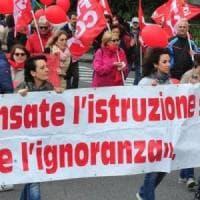 Scuola, stallo sul contratto: sì allo sciopero del 17 maggio. Bussetti: presto 48mila...