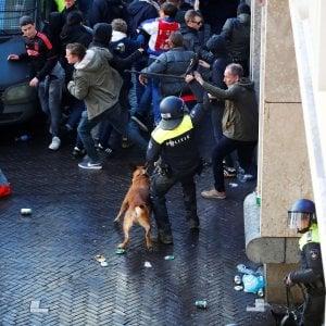Ajax-Juventus, scontri prima della partita: 120 tifosi italiani fermati