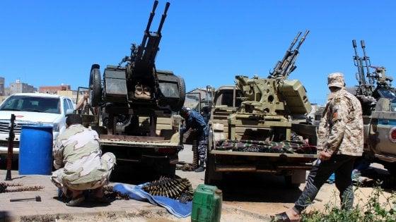 Libia, la Francia blocca la condanna Ue di Haftar mentre alle porte di Tripoli infuria la battaglia