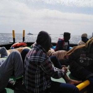 Migranti, arrivano i libici. Tra i 70 a bordo di un barcone sbarcati a Lampedusa uomini in fuga dal paese in guerra
