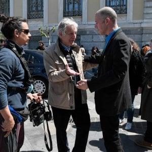 Il regista Costra Gavras, a sinistra, e Christos Loulis, l'attore che interpreta l'ex ministro Varoufakis