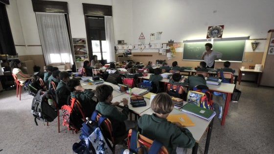 """Impronte digitali a scuola, la lettera dei presidi al governo: """"Ingiustificata umiliazione"""""""