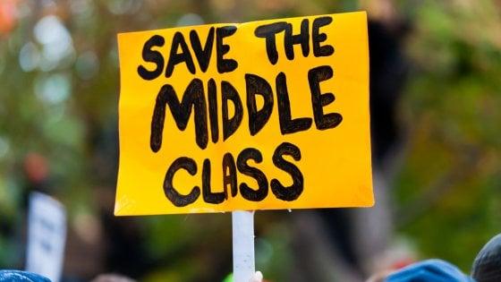 Addio alla classe media: così lavoro a basso costo e robot hanno svuotato il motore della società