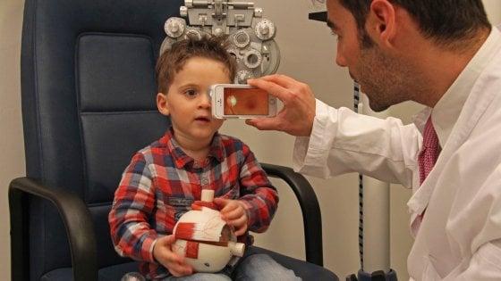 Esame dell'occhio con lo smartphone o Rcg portatile, l'era della medicina high tech