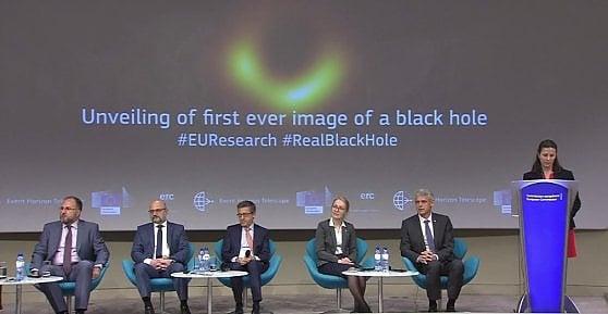 """Il buco nero ora fa discutere: """"Non è una foto"""". """"Non è una scoperta"""". La parola agli esperti"""