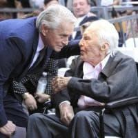 A 102 anni Kirk Douglas va in