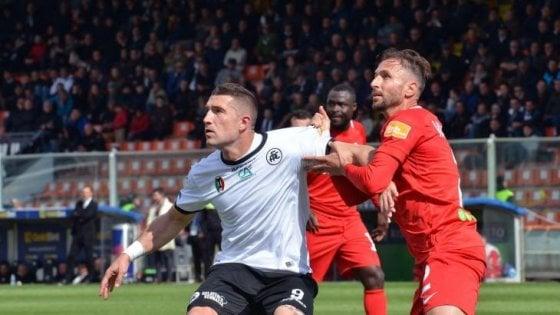 Serie B, Palermo vicinissimo alla vetta: colpo a Benevento. Pazzo Spezia: da 0-2 a 3-2 all'Ascoli