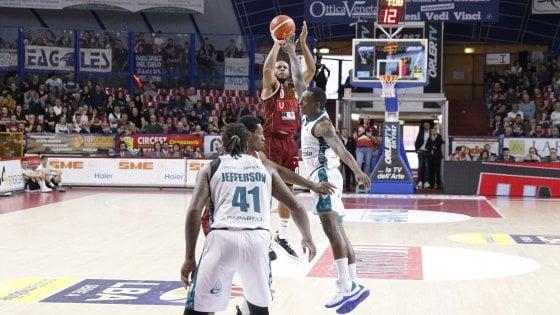 Basket, serie A: Venezia e Cremona rispondono a Milano, Brindisi passa a Bologna
