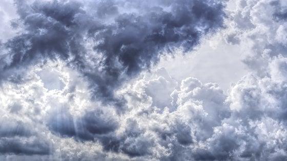 Previsioni meteo di Pasqua e Pasquetta: sabato santo esplode il gran caldo, poi torna l'instabilità