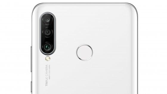 Ecco Huawei P30 Lite tripla con fotocamera e lente ultra grandangolare