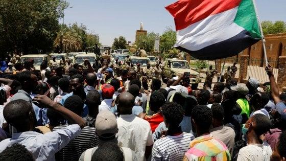 """Nuove proteste in Sudan, i manifestanti chiedono la fine del """"governo militare"""""""