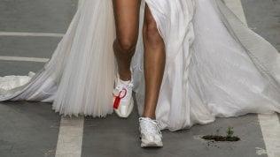 Matrimonio: oggi sotto l'abito bianco si indossano le sneakers