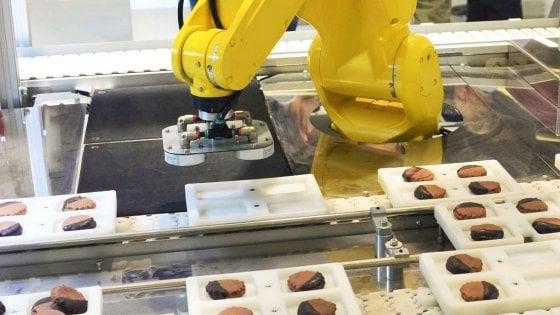 Robot al lavoro, gli umani faticano ad accettarli