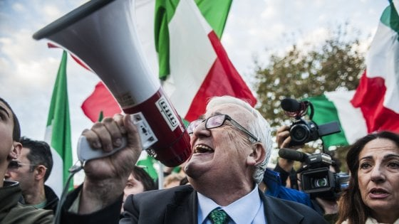 """Lega, la delusione di Borghezio escluso dalle europee: """"È un errore politico, non capisco la scelta di Salvini"""""""