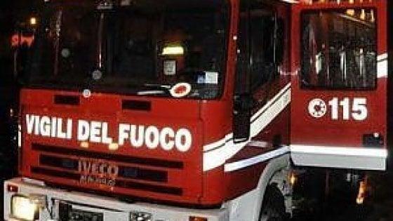 """Castelfidardo, incendio nella fabbrica Tontarelli. Il sindaco: """"Tenere le finestre chiuse"""""""