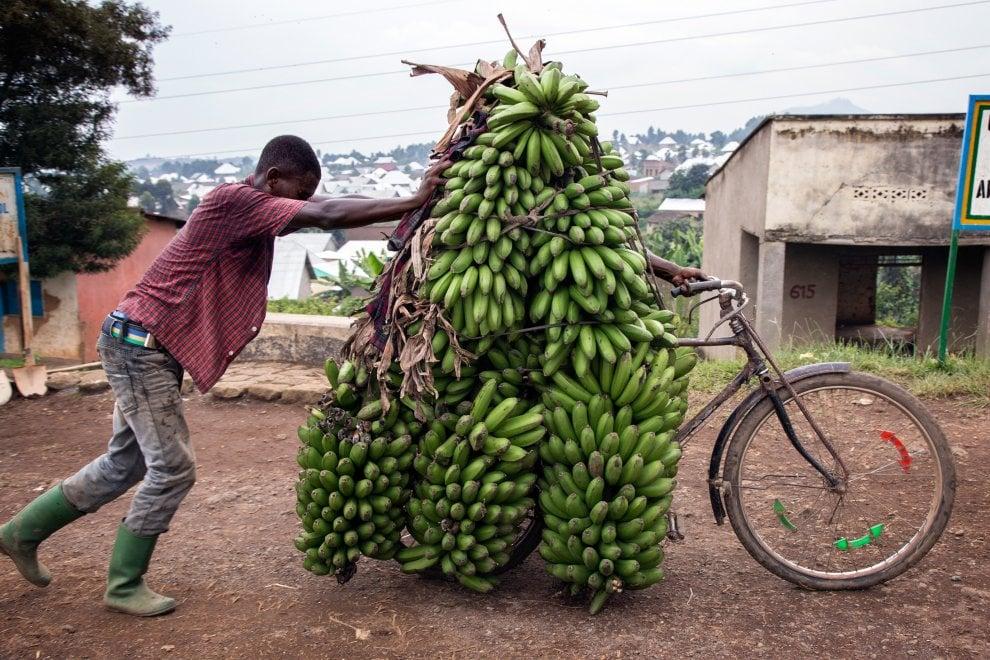 Ruanda, dal taxi alle merci: un Paese che si muove in bicicletta