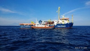 """Migranti, Salvini: """"Arrivano i terroristi dalla Libia, fermate la Mare Jonio"""""""