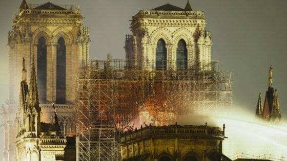 """Saviano e l'incendio di Notre Dame: """"L'Europa non è bruciata, è annegata con i morti nel mediterraneo"""""""