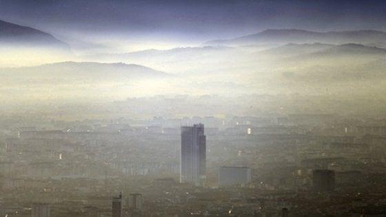 Smog in città, Torino maglia nera. È Milano la città più sostenibile