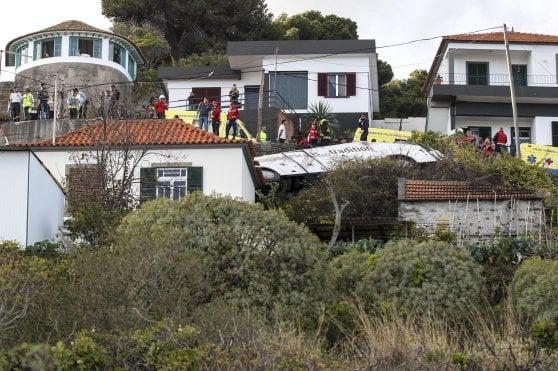 Portogallo, si ribalta bus sull'isola di Madeira, morti 29 turisti tedeschi