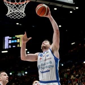 Basket, Europe Cup: Sassari si regala la prima finale, niente miracolo per Varese