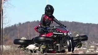 Hanno inventato la moto volante: ecco come si solleva da terra