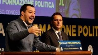 """Siri indagato: """"Non lascio"""". Toninelli ritira deleghe. Salvini lo difende. Di Maio: """"Si dimetta"""". Conte: """"Atto grave"""" · video"""