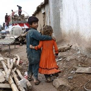 Pakistan, economia sull'orlo del collasso: la crescita del 4% non aumenta il reddito pro capite, cresce la povertà