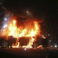 Torna alta la tensione in Irlanda del Nord. Donna uccisa durante scontri con la polizia:...
