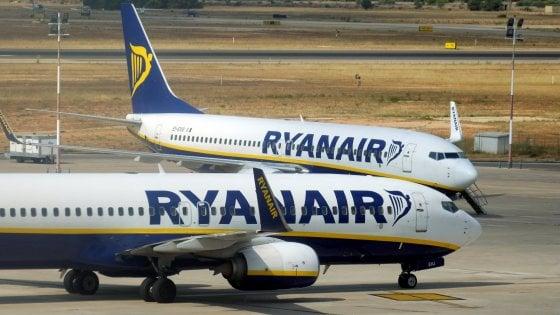 Ryanair, polemiche sul supplemento neonato: 25 euro per i bimbi sotto i 2 anni