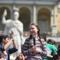 """Greta Thunberg tra i ragazzi in piazza del Popolo: """"Promesse non rispettate, la nostra..."""