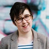 """Chi era Lyra McKee, promessa del giornalismo e attivista gay uccisa dalla """"Nuova Ira"""" a..."""