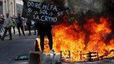 Parigi, nuove manifestazioni dei gilet gialli: scontri e arresti