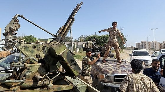Libia. Serraj lancia controffensiva. Oms: 220 morti dall'inizio degli scontri