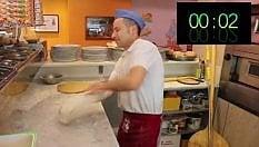 Il pizzaiolo più veloce del mondo: ecco la sua pizza in 20 secondi