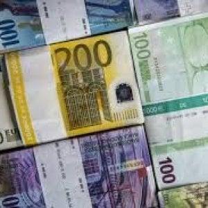 Nasconde 40mila euro nel forno e la fidanzata li brucia con lo strudel