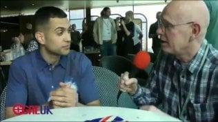 Mahmood, la domanda in inglese è velocissima: lui reagisce così