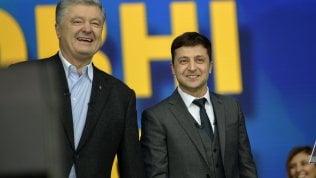 Ucraina, vigilia del voto con suspense: respinta la richiesta di esclusione di Zelenskij dal ballottaggio