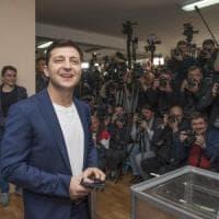 Presidenziali ucraine, urne aperte: la sfida tra il comico Zelenskij e il re del...