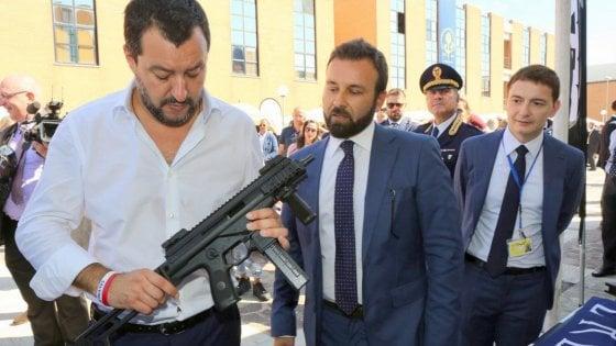 """Salvini, Pasqua social col mitra: """"Armati contro gli attacchi"""". Saviano: """"Minaccia alla democrazia"""""""