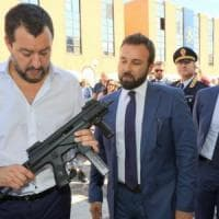 """Salvini, Pasqua social col mitra: """"Armati contro gli attacchi"""". Saviano: """"Minaccia alla..."""