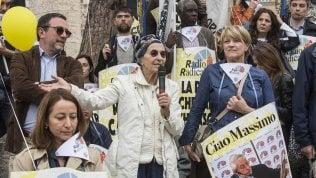 Emma Bonino tra i manifestanti