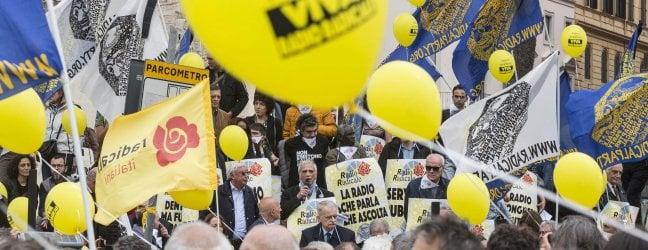In piazza a Pasqua per salvare Radio radicale. Il direttore Falconio: