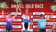 Amstel Gold Race: davanti si guardano, van der Poel li beffa tutti