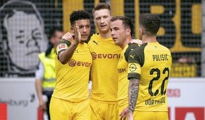 Il Borussia Dortmund non molla: poker al Friburgo, è a -1 dal Bayern Monaco