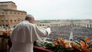 """Papa Francesco, benedizione Urbi et orbi anche contro le armi: """"Fermiamo la diffusione"""""""